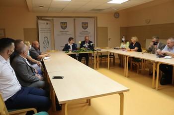 podpisanie umowy na dotację (fot. opolskie.pl)